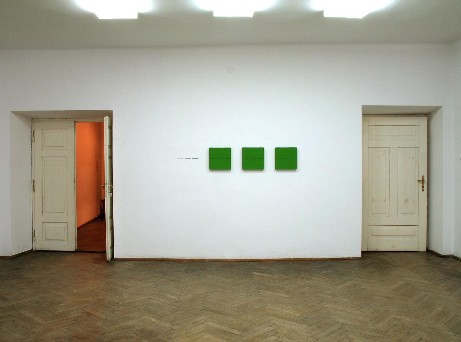 Tomasz Zawadzki, widok z wystawy indywidualnej-Plus minus nieskończoność, Galeria Grodzka BWA, Lubin,2006
